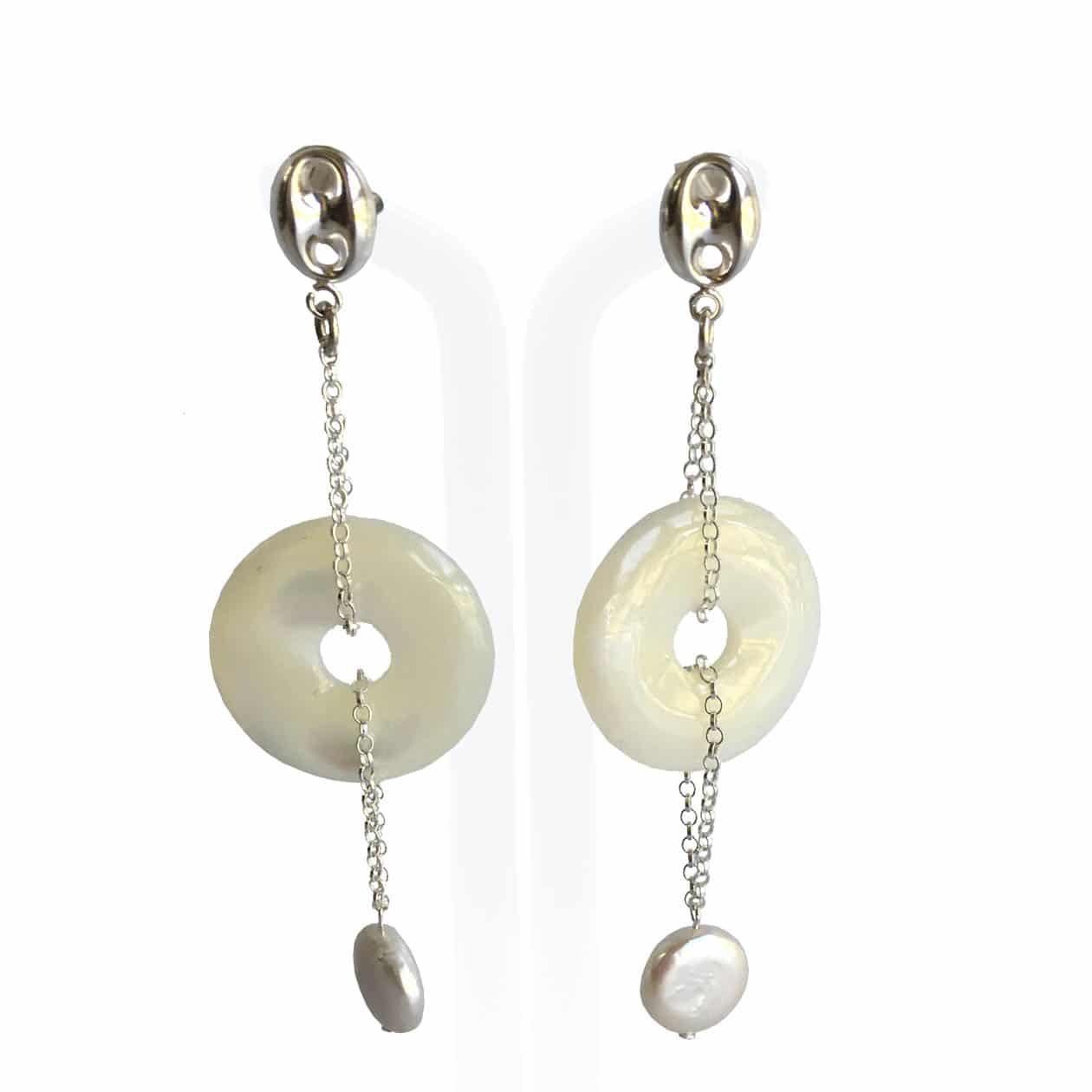Pendientes de Nácar, perlas, cadena y entrepiezas de plata de 925, hechos a mano.  Pieza exclusiva.
