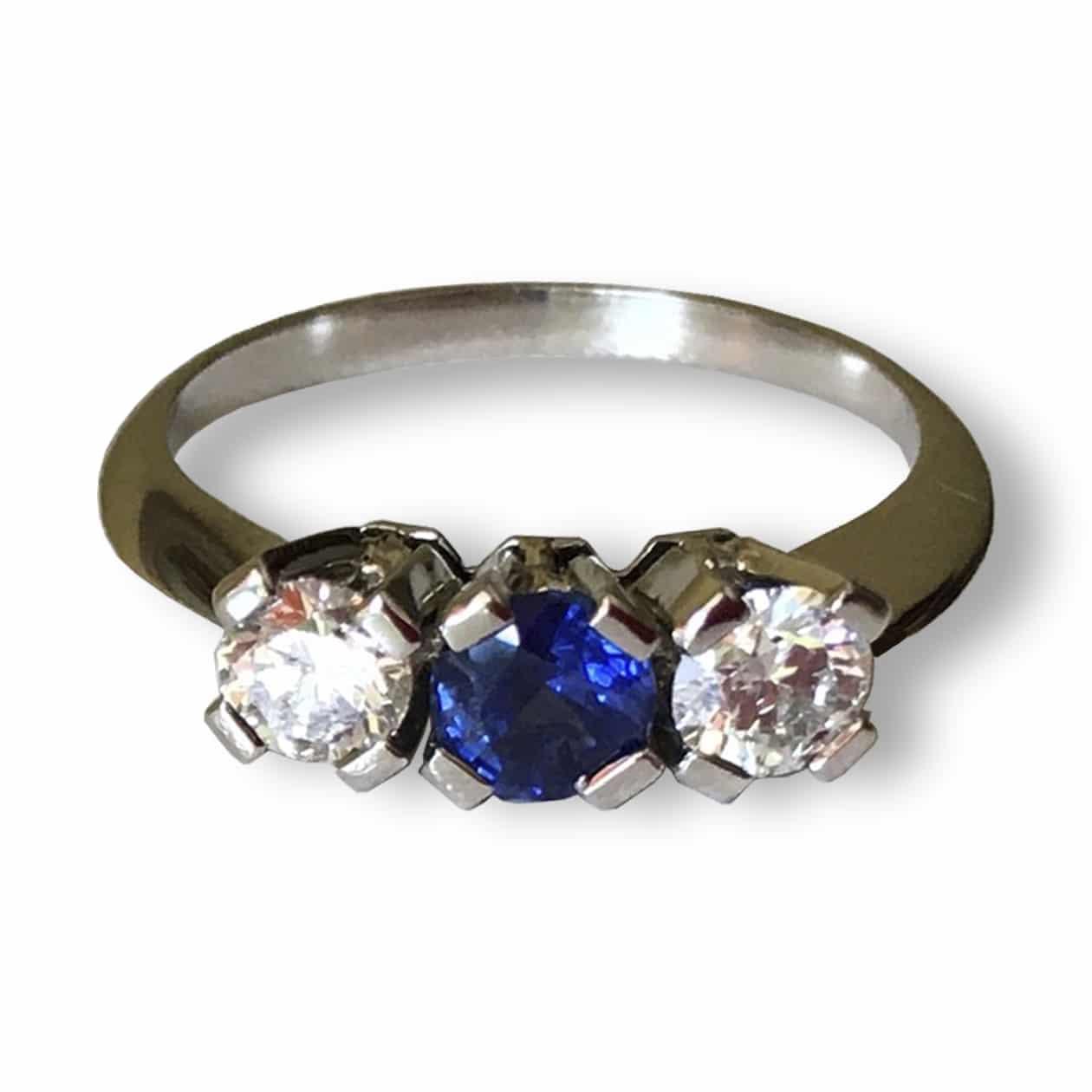 Sortija de Zafiro y diamantes en platino.  OPORTUNIDAD
